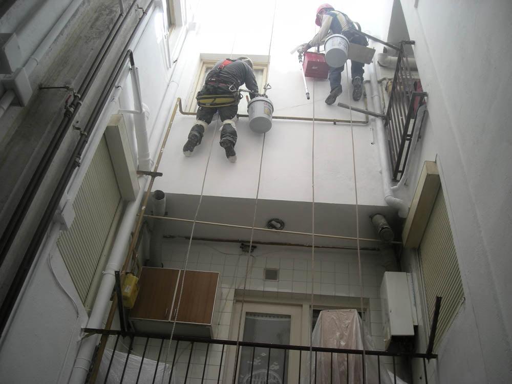 Trabajos verticales barcelona empresa de trabajos for Patio de luces normativa