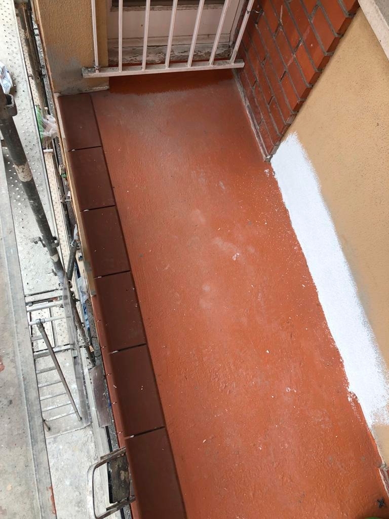 Creación de pavimento en fachada de edificio