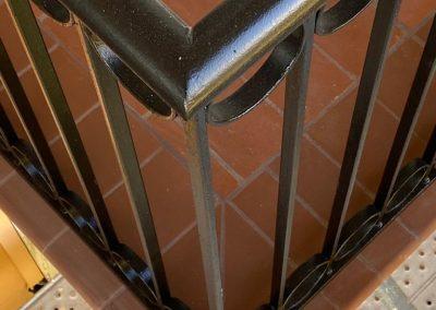 rehabilitación de barandillas en fachada