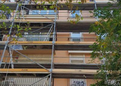 trabajadores rehabilitando fachada