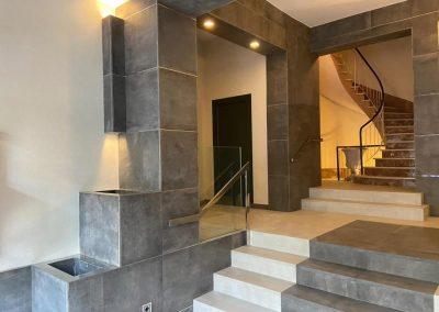 cambio de escaleras en reforma vestíbulo