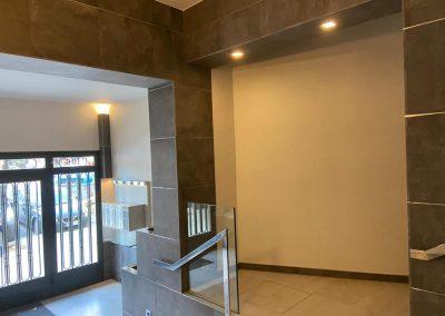 esquinas y barandilla escaleras vestíbulo