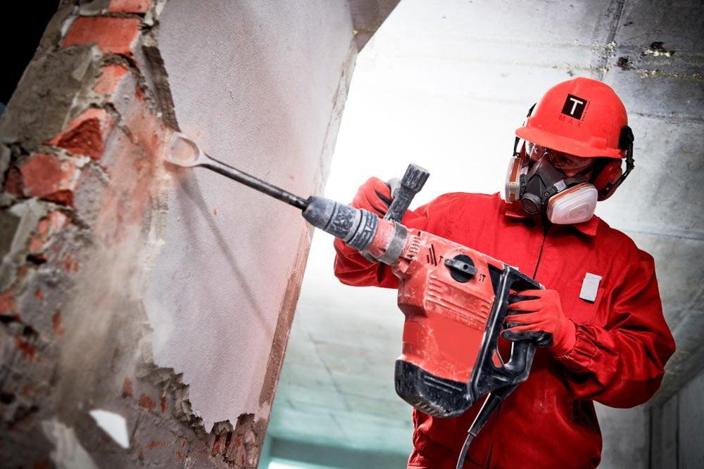 obrero realizando obras de remodelación